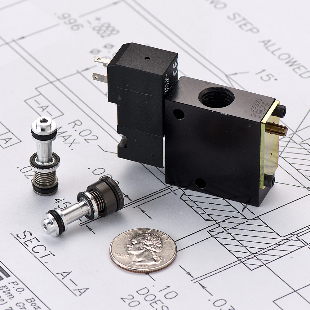 Pneumatic cartridge valve for a manifold cv with